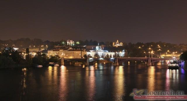 Вид с Карлового моста на старый город Праги