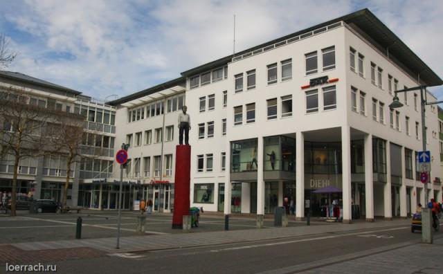 Одна из центральных площадей Лёрраха