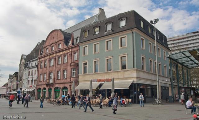 Центральная площадь с излюбленной жителями города Лёррах кафе-мороженницей Mona Lisa