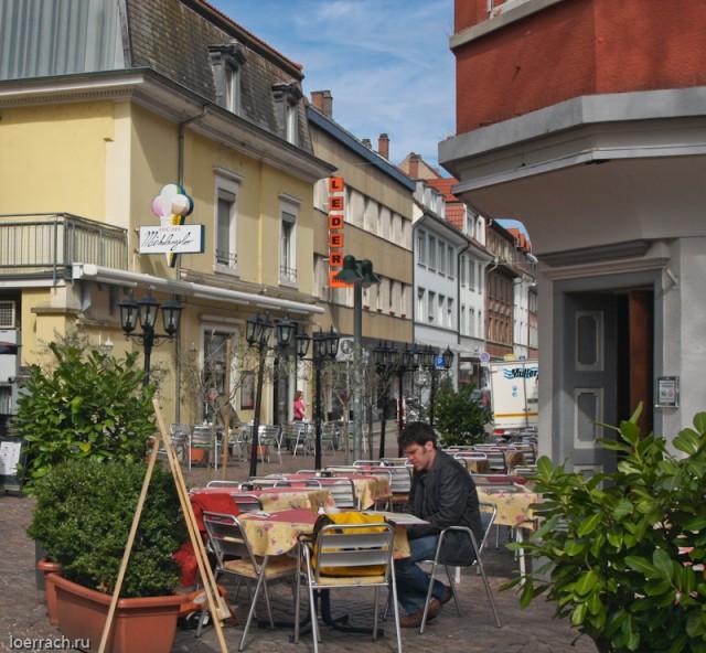 Маленькие улочки города и любимый ресторан итальянцев живущих в Лёррахе