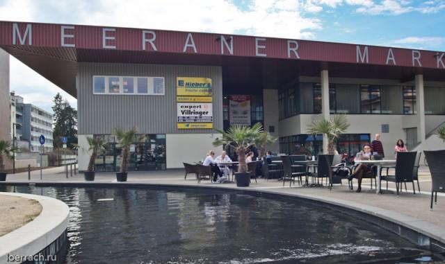 Одна из центральных площадей Лёрраха и одно из самых популярных кафе Barcode